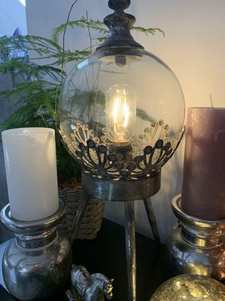 LAMPA TROJNOŽKA